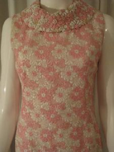 1960's pink and white daisy brocade encrusted collar vintage shift dress *SOLD* 140 es